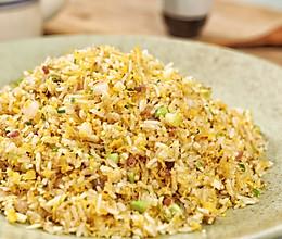 看过扬州名厨制作的扬州炒饭,感觉自己之前吃到的都是假的!的做法