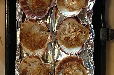 蒜茸粉丝烤扇贝