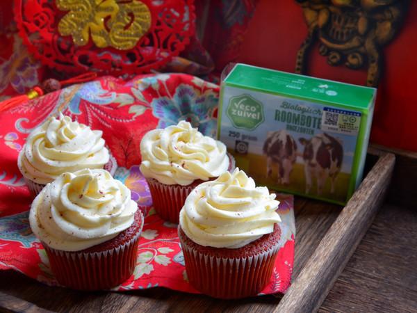 红彤彤地中国年,记得带上红红的红色绒杯子蛋糕