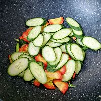 红萝卜黄瓜炒鸡蛋#花10分钟,做一道菜!#的做法图解7