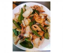 青椒百合炒鱿鱼虾的做法