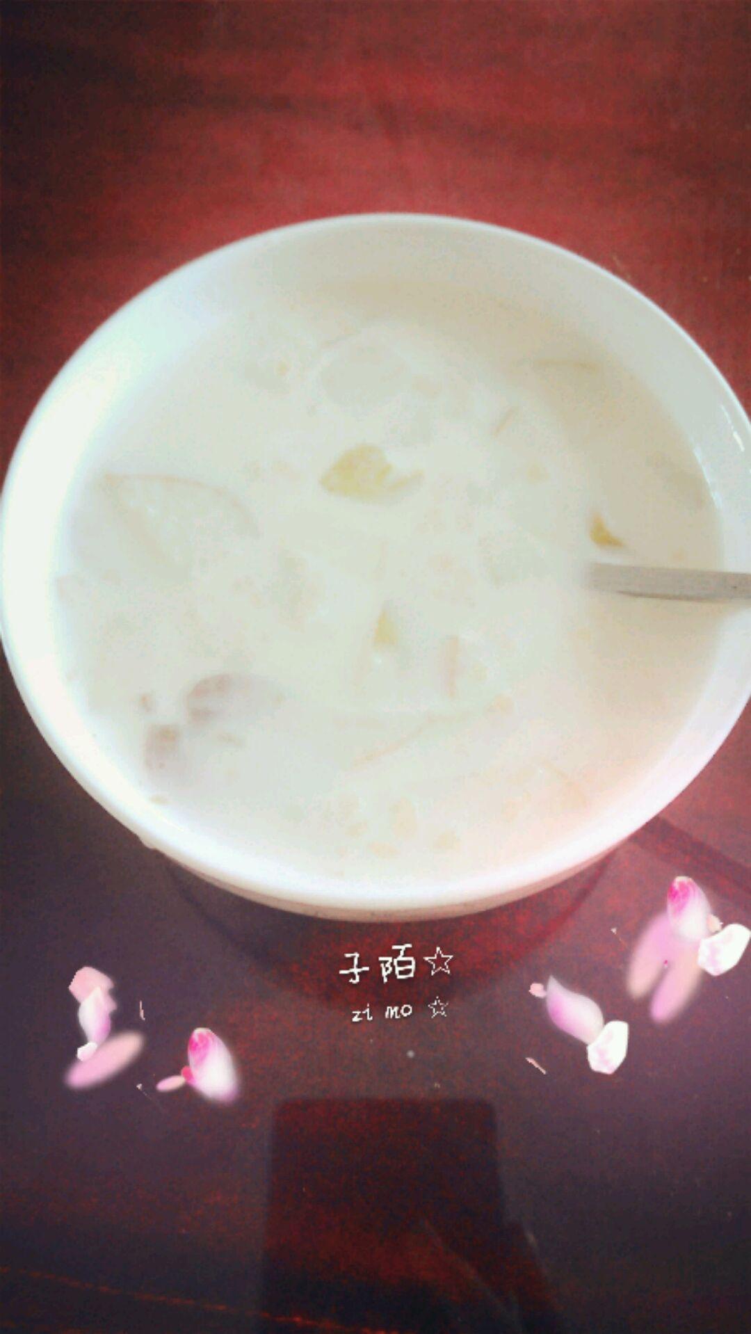 燕麦片牛奶的做法_主料 燕麦片适量 纯牛奶250ml 细砂糖2小勺 燕麦牛奶粥的做法