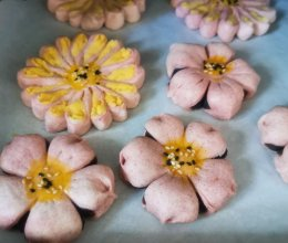 一次做两种:桃花酥和菊花酥的做法