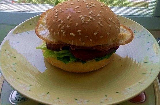 红肠汉堡的做法