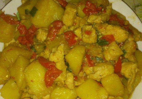 土豆烧鸡脯肉的做法