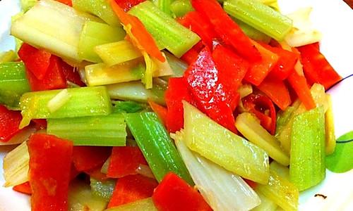 芹菜炒胡萝卜的做法