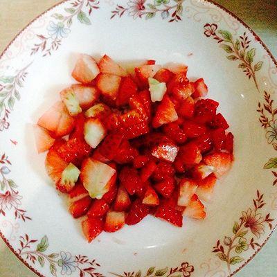 草莓冻芝士6寸的做法 步骤2