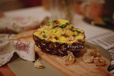 菠萝黄金鲜虾火腿什锦炒饭