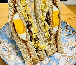 芝士玉米肉松三明治的做法