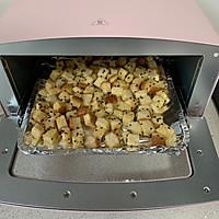 #花10分钟,做一道菜!#香烤吐司丁的做法图解7