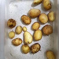 烧烤味小土豆的做法图解1