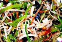 年夜饭2金玉满堂(金针菇拌芹菜)的做法
