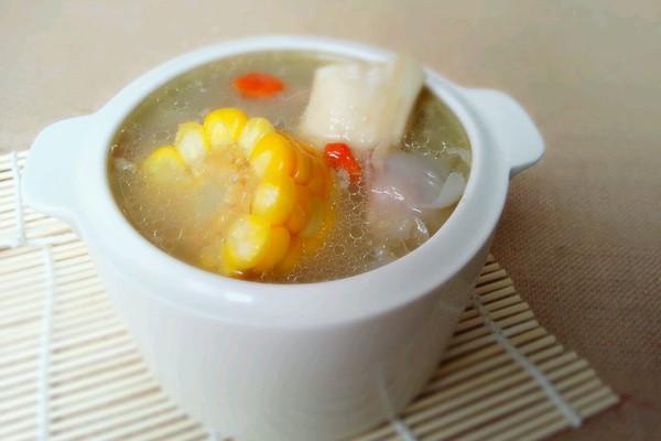 玉米枸杞筒骨汤的做法