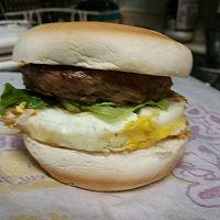 萌厨娘牛肉汉堡