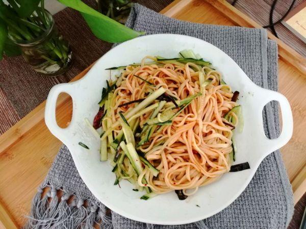 葱油拌面-夏季餐桌常客的做法