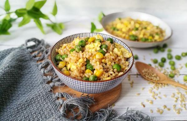 杂蔬糙米蛋炒饭:你减脂的小心思它都知道