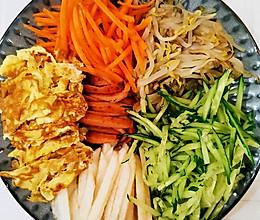 """在家抗""""疫""""——蔬菜多多的韩式拌面的做法"""