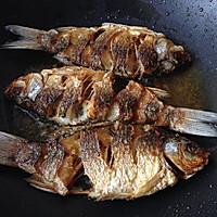 干锅鲫鱼#金龙鱼外婆乡小榨菜籽油#的做法图解6