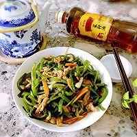 尖椒炒肉丝#金龙鱼外婆乡小榨菜籽油 最强家乡菜#