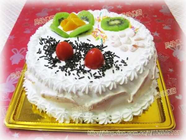 美丽的蛋糕装进漂亮的盒子里