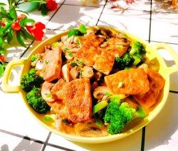 #爱乐甜夏日轻脂甜蜜#低卡轻食~蘑菇西兰花炒豆腐的做法