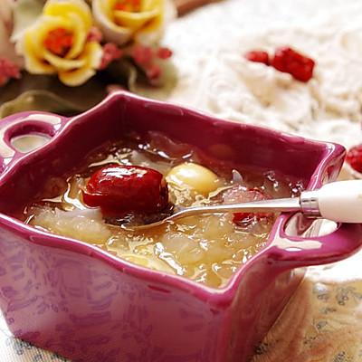 秋日里最滋润的养生甜品-----冰糖雪梨银耳羹