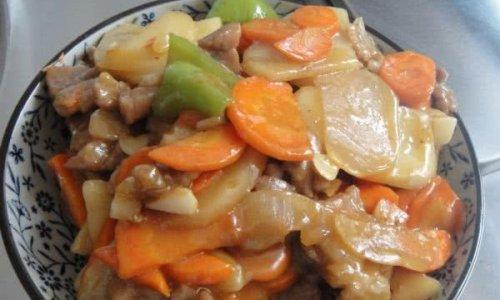 神秘酱汁系列之一----胡萝卜土豆辣椒肉片的做法