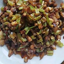 芹菜炒肉粒