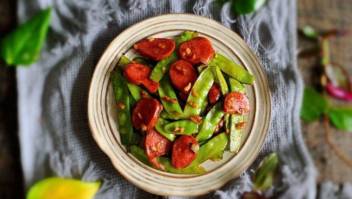 #520,美食撩动TA的心!#红肠荷兰豆