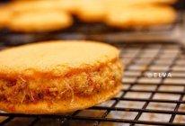 不用去大排长龙,这样也很好吃的柔软肉松夹心小蛋糕(肉松小贝)的做法
