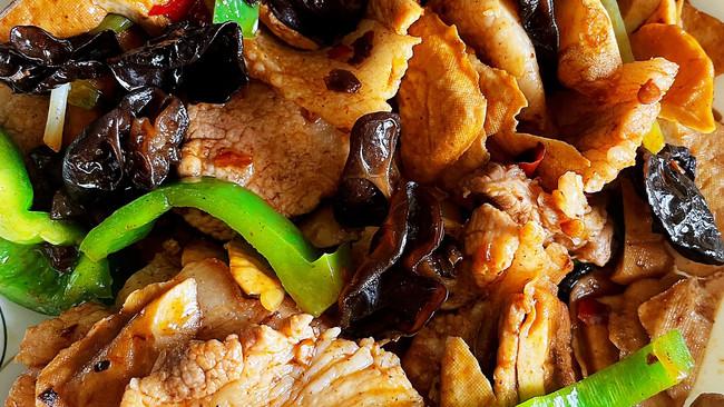 #舌尖上的端午#青椒木耳炒五花肉的做法