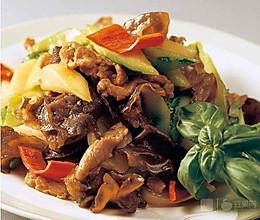 丝瓜洋葱云耳炒肉片的做法