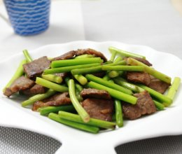家常菜:蒜苔炒牛肉的做法