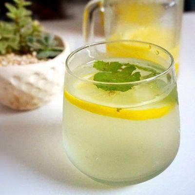 排毒养颜水:柠檬薄荷水