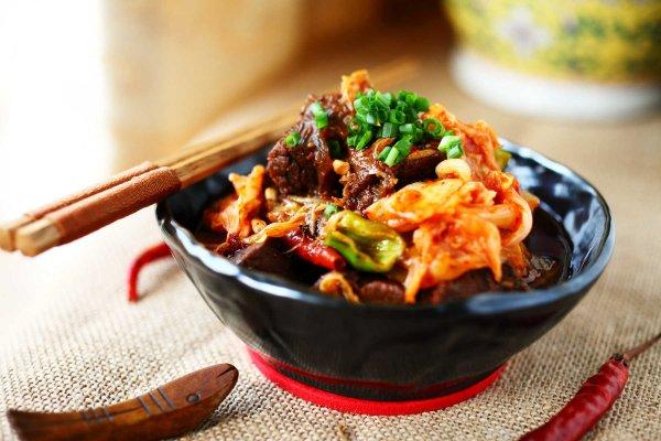 辣白菜炖牛腩的做法