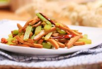 芹菜炒香干-迷迭香的做法