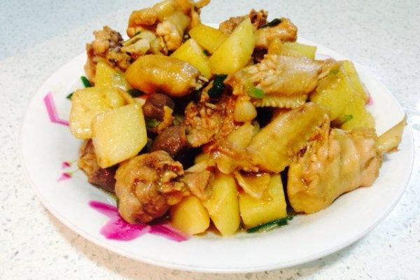 土豆焖鸡的做法