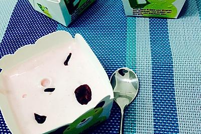蔓越梅草莓味冰淇淋