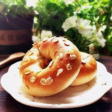 明媚的健康快手面包——燕麦原味贝果