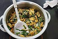 豆芽炒韭菜油豆腐的做法