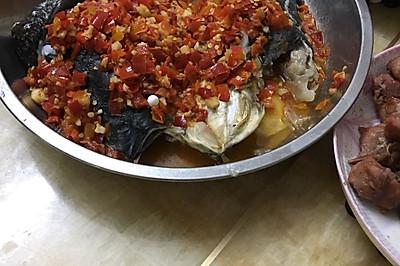 剁椒鱼头以及炸鱼块