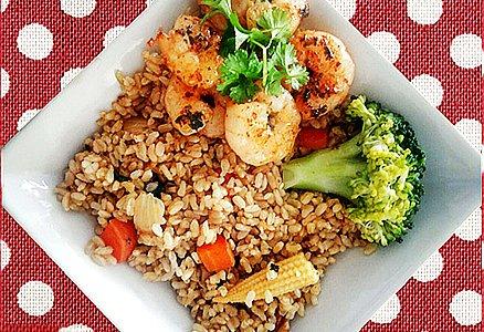蒜香煎虾仁配罗勒咖喱蔬菜糙米沙拉的做法