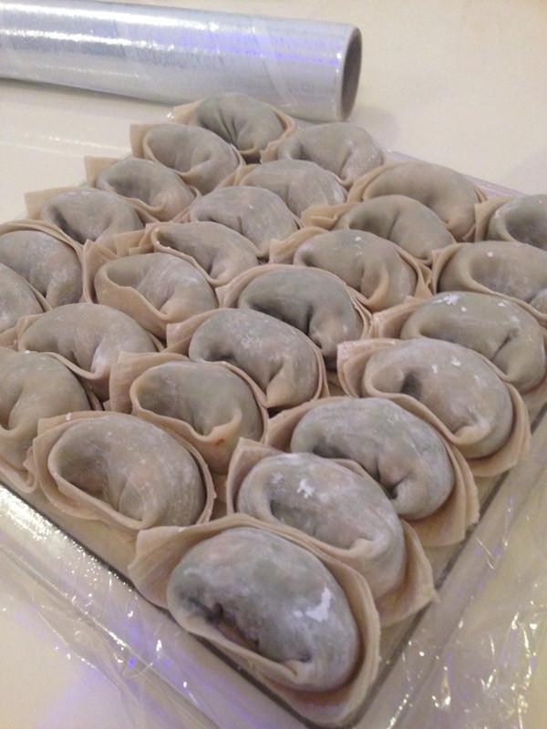 sara阿姨の虾仁荠菜鲜肉大馄饨的做法
