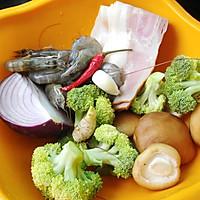 西兰花香菇炒培根的做法图解1