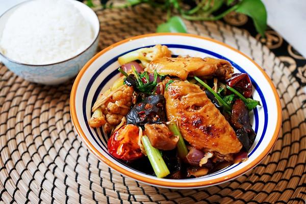 好吃不油腻的鸡翅麻辣香锅的做法