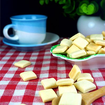 牛奶方块小饼干