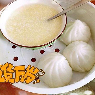 小米粥搭配简单早餐