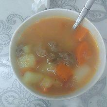 番茄牛腩土豆胡萝卜汤