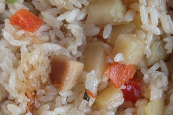 土豆萝卜焖饭的做法