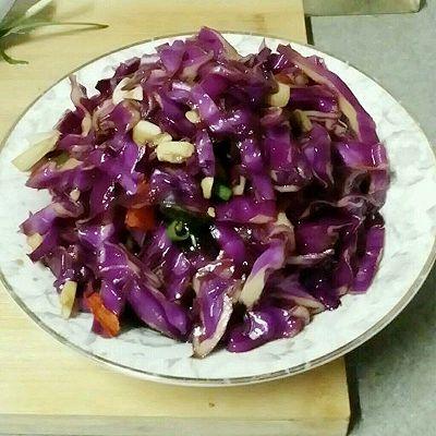 油泼炝拌紫甘蓝(简单又好吃的做法~)